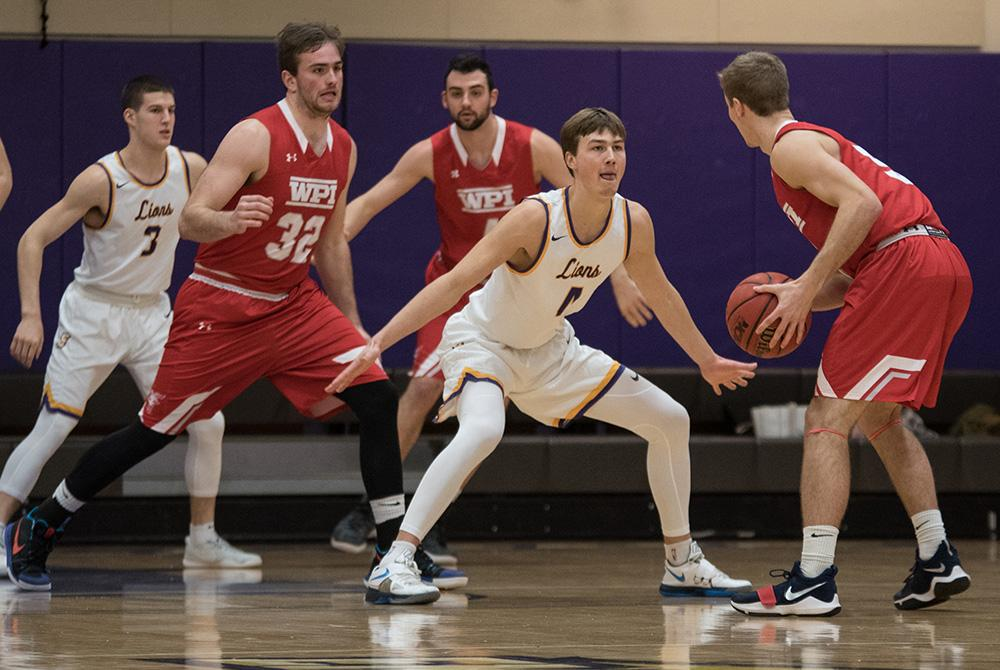 Emerson%E2%80%99s+men%E2%80%99s+basketball+team+suffered+a+tough+defeat+on+Wednesday+night%2C+falling+to+WPI+74-73+in+the+final+seconds+of+the+game.+Photo%3A+Daniel+Peden%2FBerkeley+Beacon.