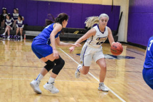 Women's basketball opens conference play with commanding win