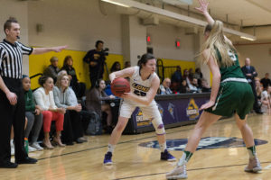 Women's basketball cruises by No. 1 ranked Babson