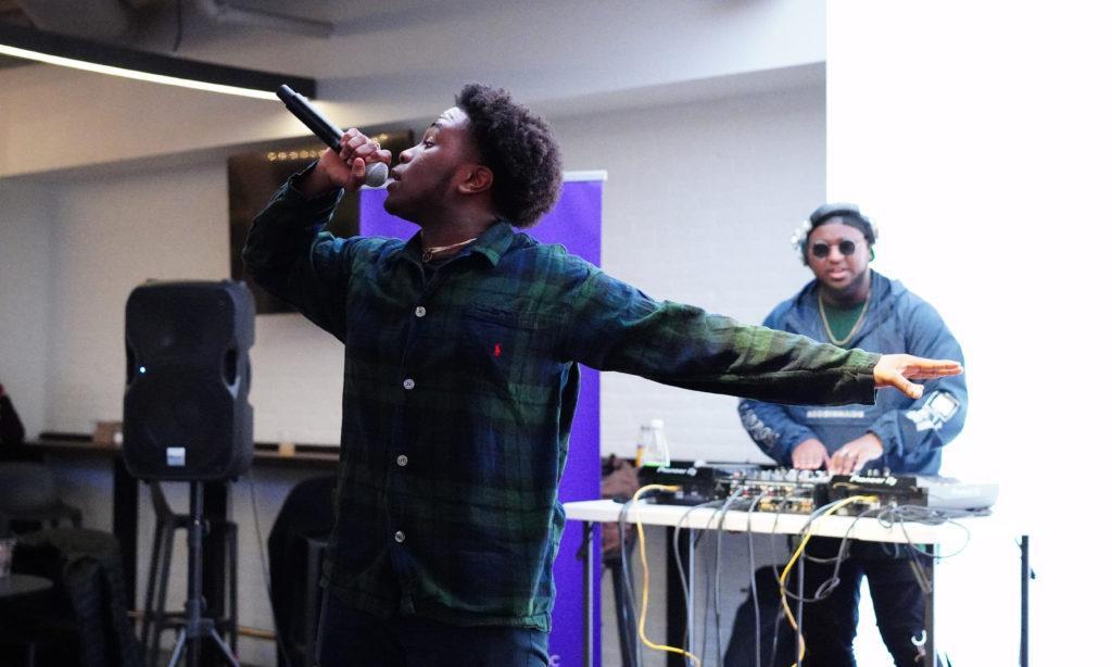 Weston+High+School+senior+Echezona+Onwuama+raps+at+Boston+Rise%27s+first+event+on+Feb.+21.+Photo+by+Xinyi+Tu+-+Beacon+Correspondent