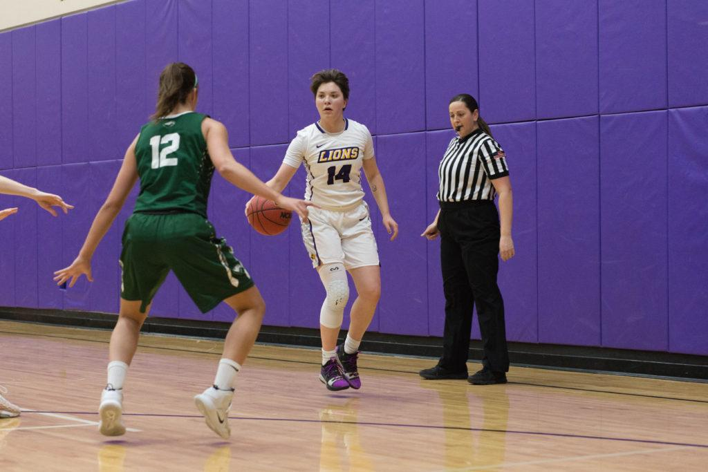 Junior+Kate+Foultz+%28No.+14%29+made+100+percent+of+her+free+throw+attempts+in+an+Emerson+victory+over+Coast+Guard.+Alexa+Schapiro+%2F+Beacon+Photographer