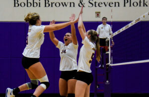 Women's volleyball defeats nationally ranked Babson