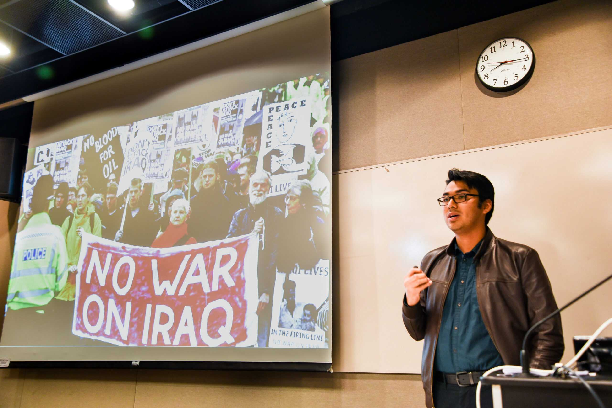 Emerson's Turning Point chapter hosted conservative speaker Gabriel Nadales on Wednesday. Jakob Menendez / Beacon Staff