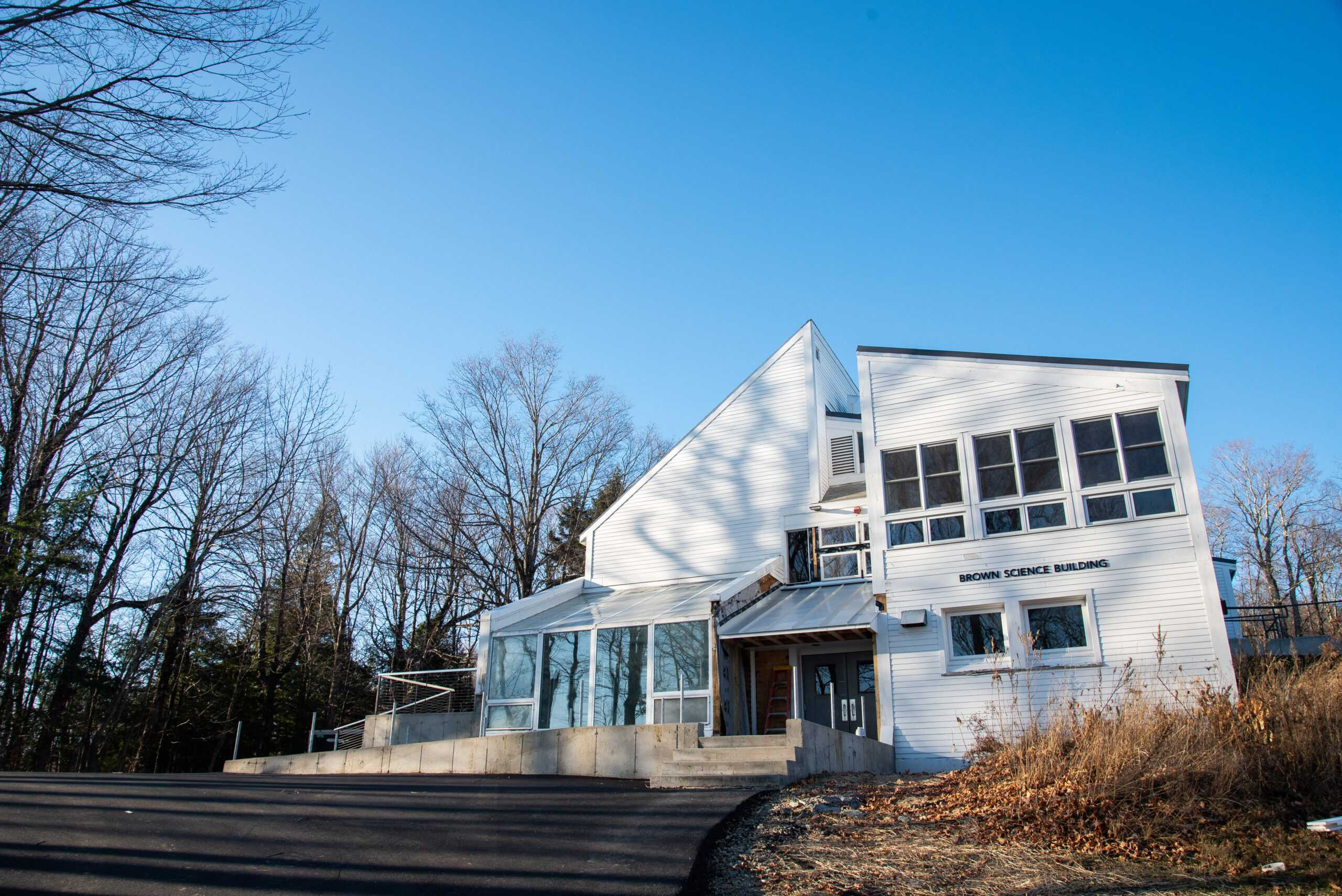 The Brown Science Building at the top of Marlboro College's Potash Hill. Lizzie Heintz / Beacon Staff