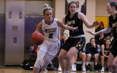 Women's basketball narrowly defeats Smith in first NEWMAC game