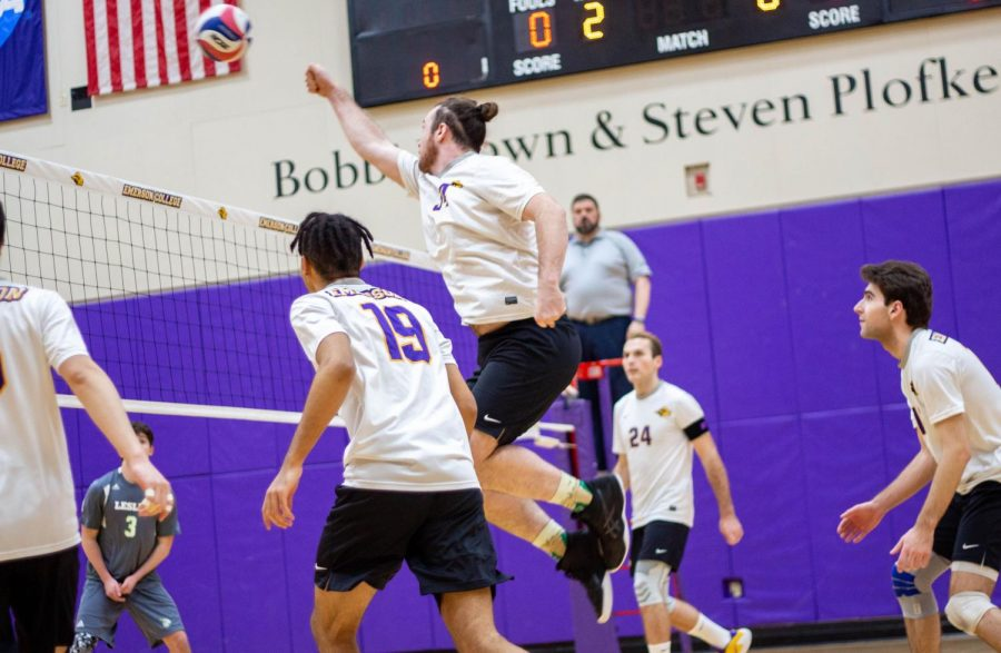Matt+Connolly+%28center%29+totaled+seven+kills+against+Lesley+on+Tuesday+Photo+credit%3A+Montse+Landeros