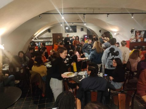 The college gathered all Kasteel Well students in the dining hall Monday evening to announce the cancellation of the program.