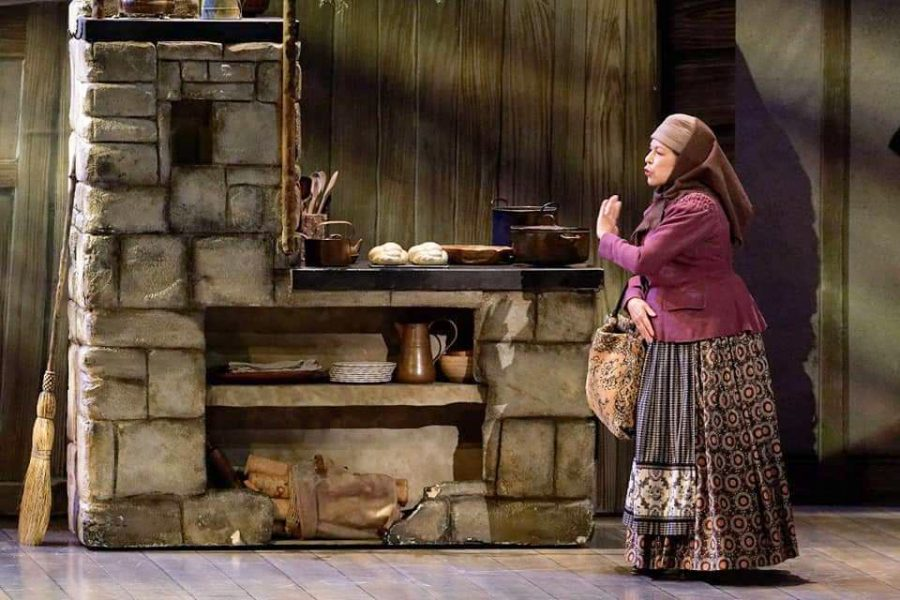 Carol+Beaugard+%2778+performs+as+Yente%2C+for+Fiddler+on+the+Roof.+