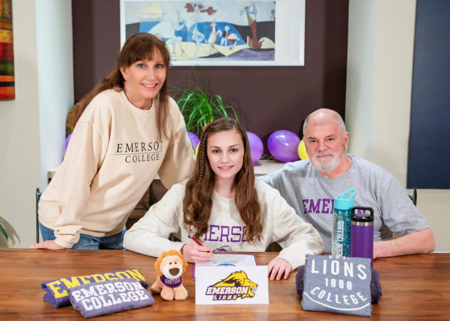 O'Connor made her commitment to the college official from home on April 22.