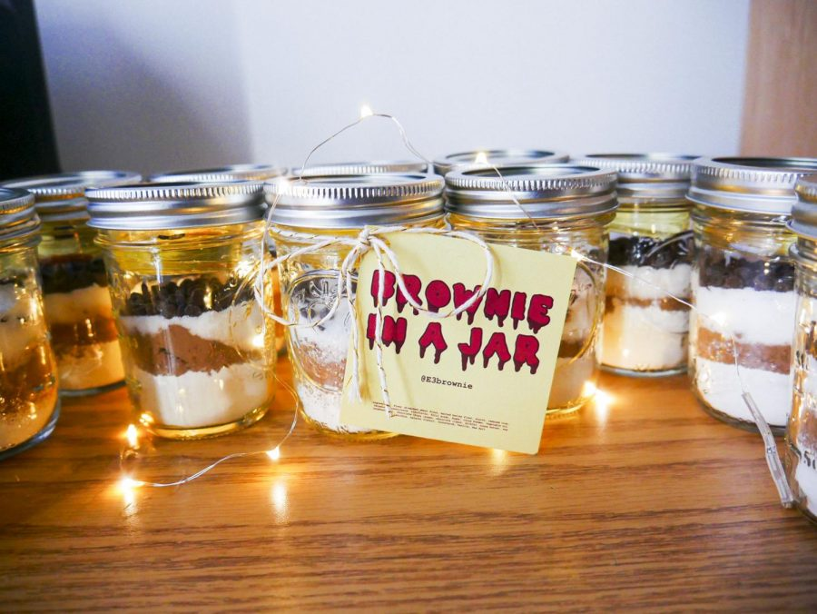 Five+E3+students+created+%22Brownies+in+a+jar%22+to+sell+for+just+%245+a+piece+with+the+baking+ingredients+included.+