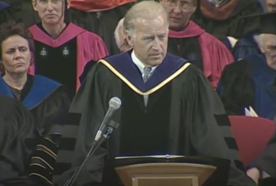 Joe Biden speaking to students at Emersons commencement ceremony in 2003.
