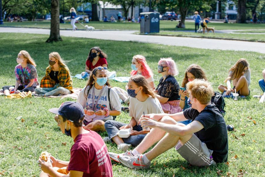 Student+gather+in+Boston+Common+every+Friday+to+watch+others+perform+their+stand-up+comedy+routines.