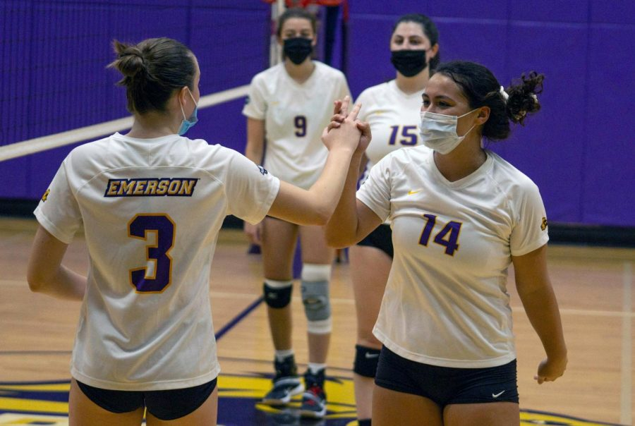 Emerson+College+Womens+Volleyball+team.