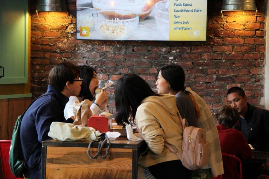 People dining in El Jefes Taqueria.