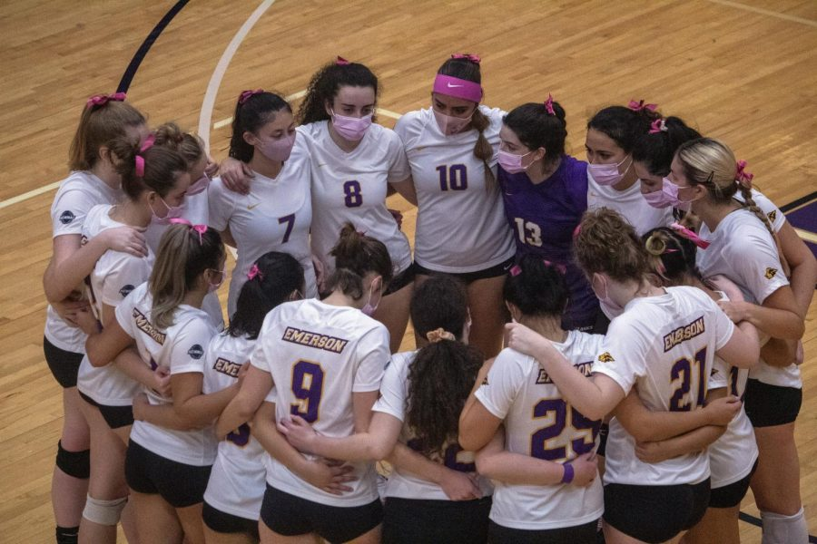 Women's volleyball team sweeps Colby College