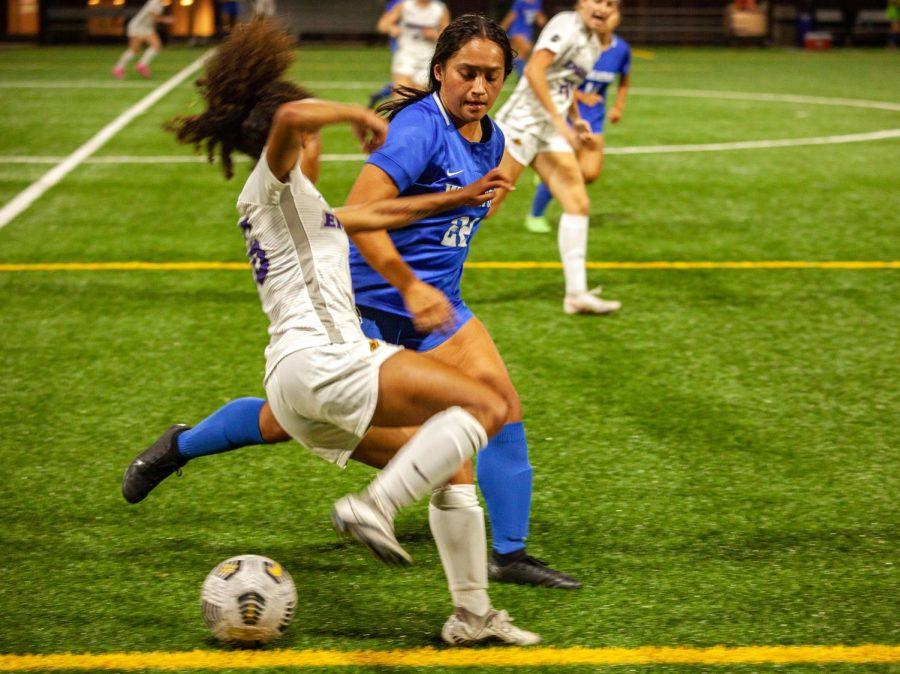 Simone Barragan-Shaw dribbling against Wheaton College